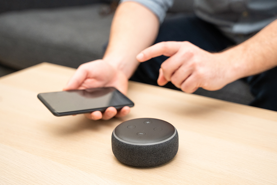 A smart speaker and smartphone